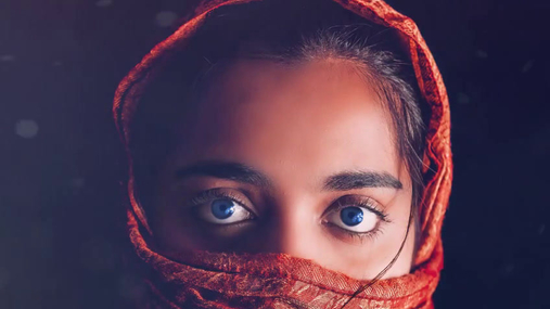 blue eyes red scarf