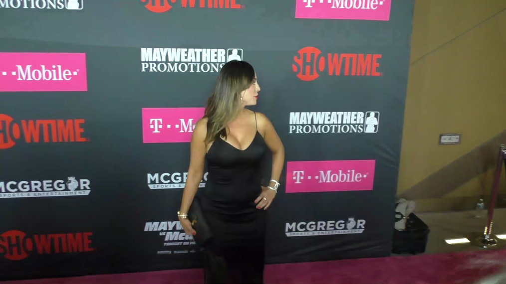 Kelly Dodd arriving to the VIP Pre-Fight Party Arrivals on the T-Mobile Magenta Carpet For 'Mayweather VS McGregor at TMobile Arena in Las Vegas.mp4