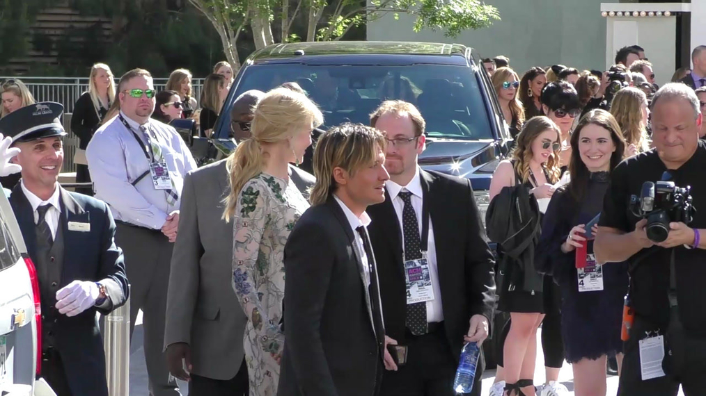 Keith Urban and Nicole Kidman arriving to the 52nd Academy Of Country Music Awards at T-Mobile Arena in Las Vegas.mp4