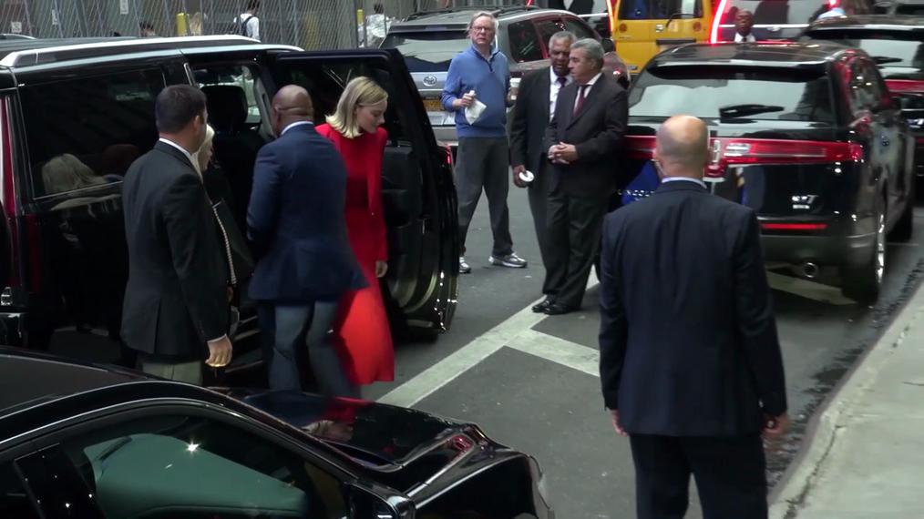 Margot Robbie outside Good Morning America in New York.mp4