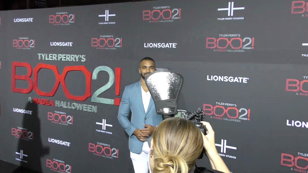 Tyler Lepley at the Tyler Perry's Boo 2! A Madea Halloween Premiere at Regal LA Live Theatre in Los Angeles.mp4