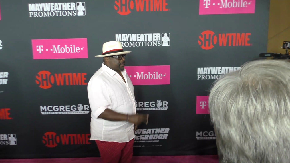 Cedric The Entertainer arriving to the VIP Pre-Fight Party Arrivals on the T-Mobile Magenta Carpet For 'Mayweather VS McGregor at TMobile Arena in Las Vegas.mp4