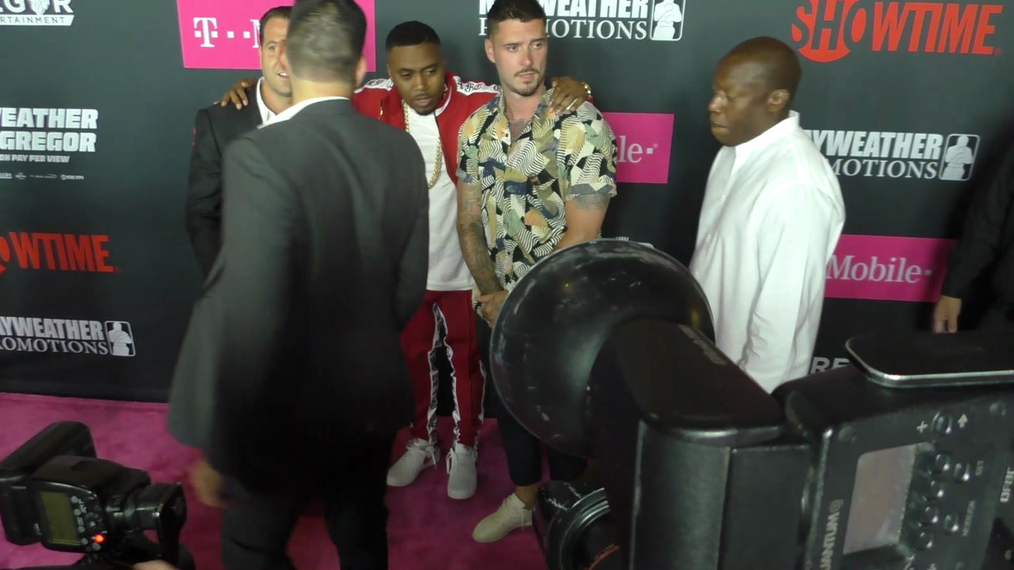 Nas arriving to the VIP Pre-Fight Party Arrivals on the T-Mobile Magenta Carpet For 'Mayweather VS McGregor at TMobile Arena in Las Vegas.mp4