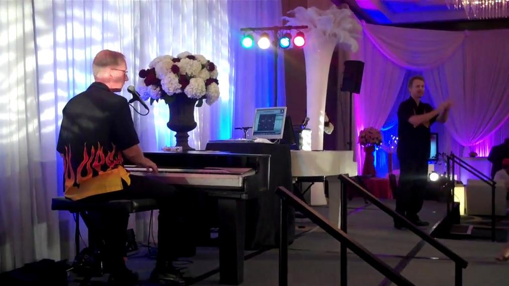 Dueling Pianos at Bridal Show.mp4