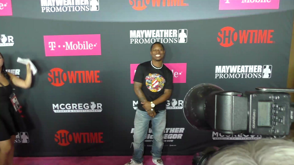 Jason Mitchell arriving to the VIP Pre-Fight Party Arrivals on the T-Mobile Magenta Carpet For 'Mayweather VS McGregor at TMobile Arena in Las Vegas.mp4