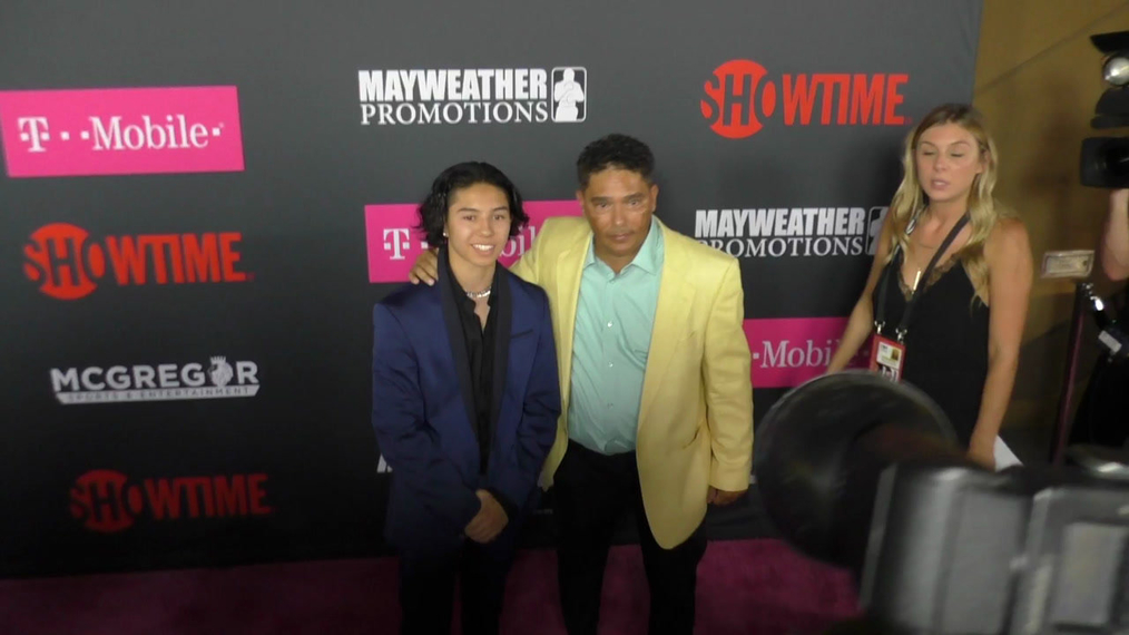 Nicholas Turturro arriving to the VIP Pre-Fight Party Arrivals on the T-Mobile Magenta Carpet For 'Mayweather VS McGregor at TMobile Arena in Las Vegas.mp4