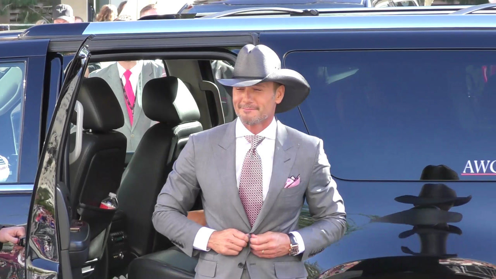 Tim McGraw and Faith Hill arriving to the 52nd Academy Of Country Music Awards at T-Mobile Arena in Las Vegas.mp4