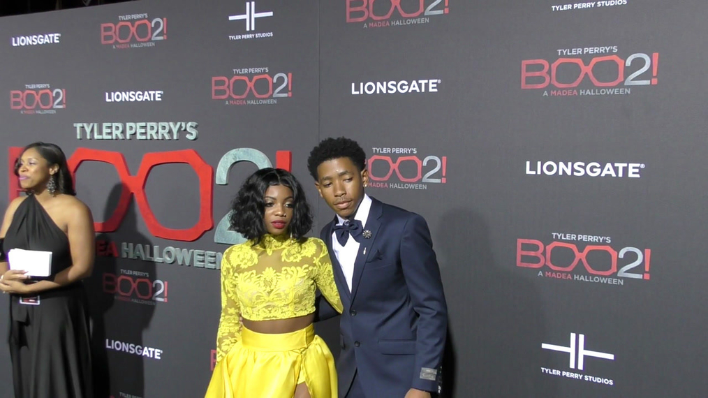De'arra Taylor and Ken Walker at the Tyler Perry's Boo 2! A Madea Halloween Premiere at Regal LA Live Theatre in Los Angeles.mp4