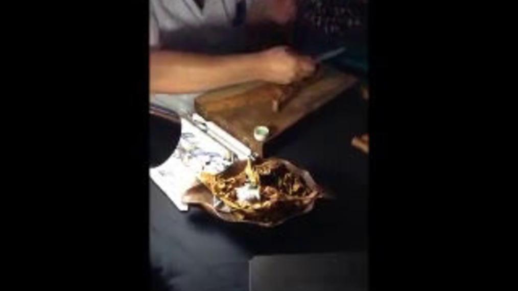 Breezin' Cigar Roller.mp4