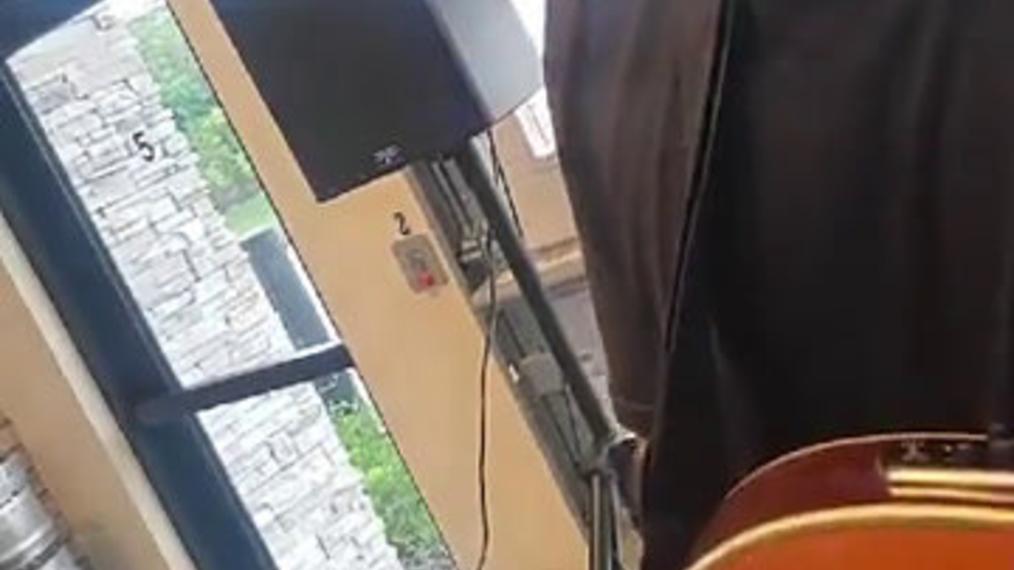 Breezin-Entertainment,Guitarist-D-R,Fort-Myers.mp4