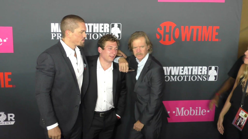 Steve Howey, Jeremy Allen White and William H. Macy arriving to the VIP Pre-Fight Party Arrivals on the T-Mobile Magenta Carpet For 'Mayweather VS McGregor at TMobile Arena in Las Vegas.mp4