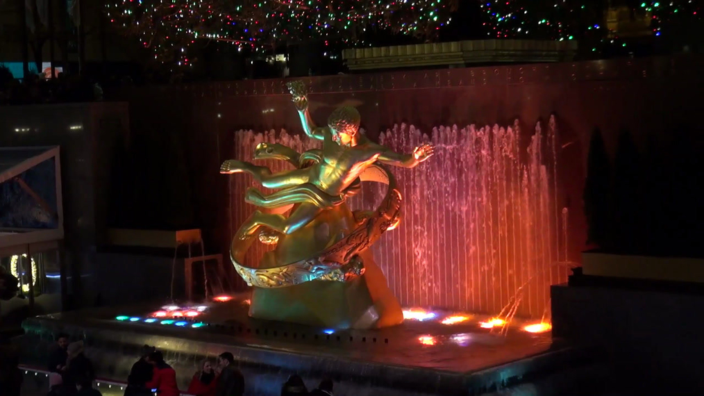 Rockefeller Center Christmas 2017 Prometheus Statue in New York.mp4