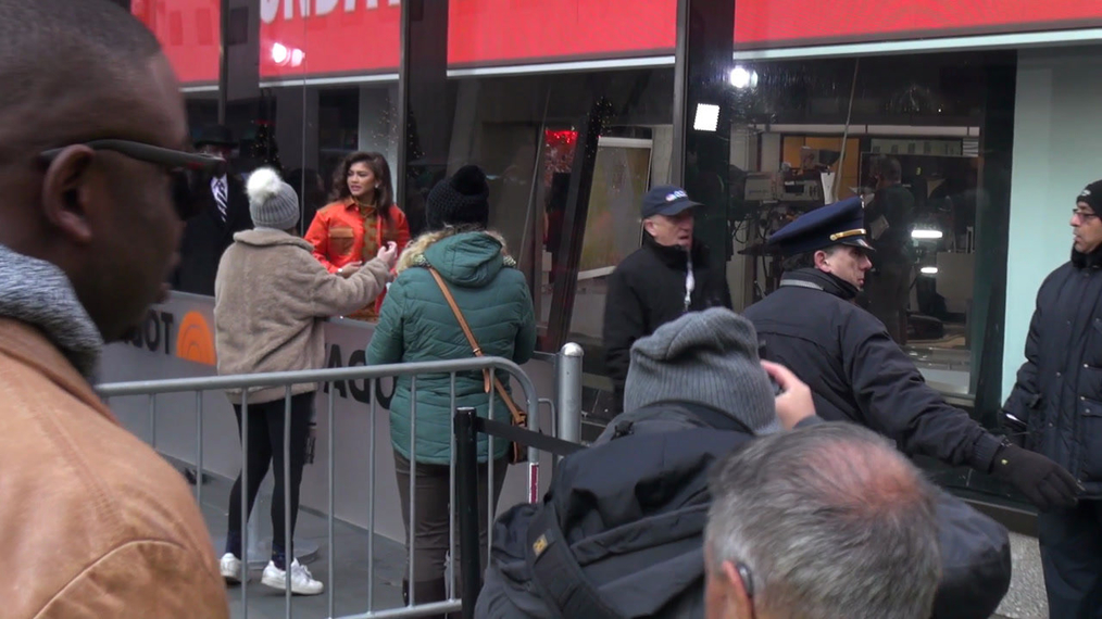 Zendaya actress from the The Greatest Showman leaves the TODAY show in New York City.mp4