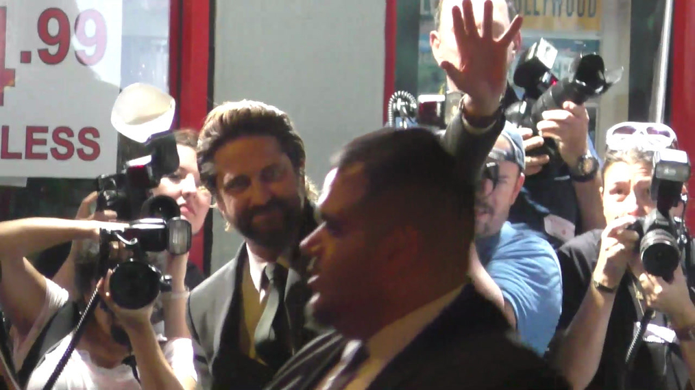 Gerard Butler outside the Geostorm Premiere at TCL Chinese Theatre in Hollywood.mp4