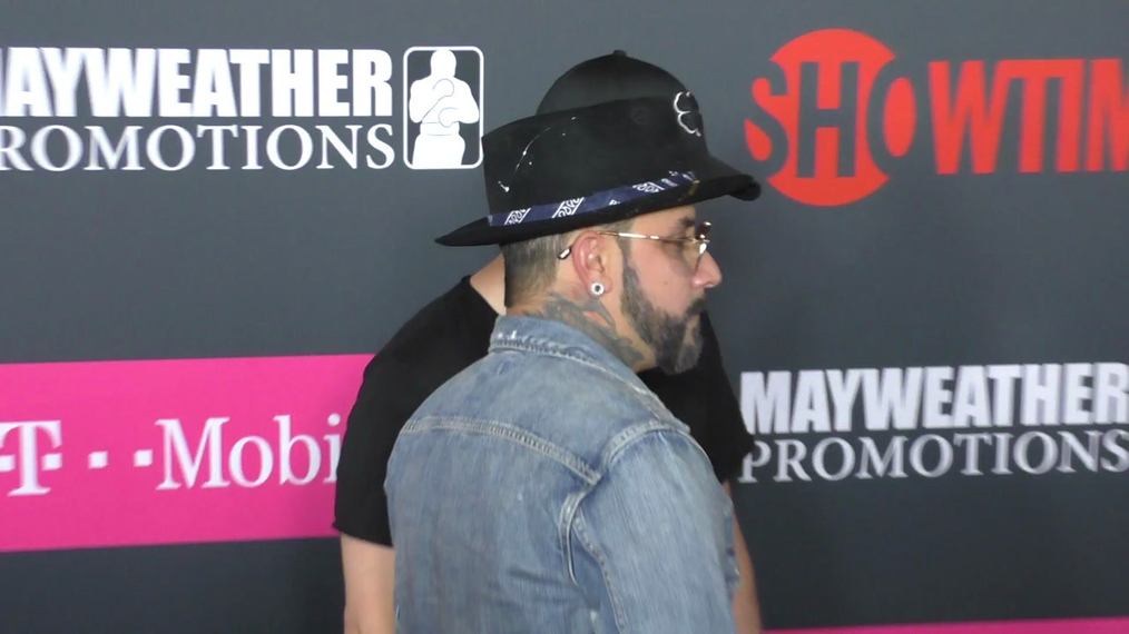 Nick Carter and AJ McLean arriving to the VIP Pre-Fight Party Arrivals on the T-Mobile Magenta Carpet For 'Mayweather VS McGregor at TMobile Arena in Las Vegas.mp4