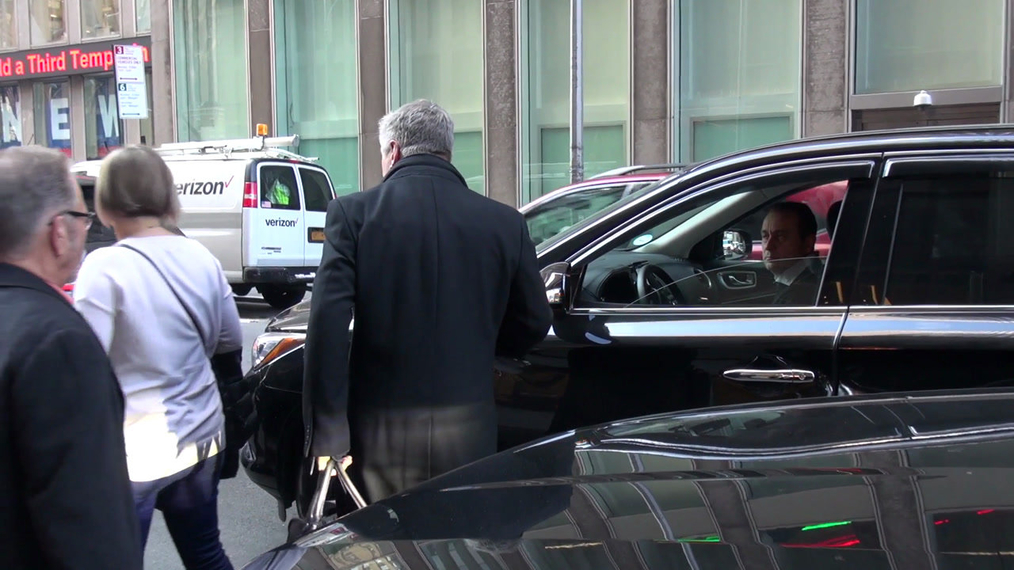 Alec Baldwin leaving the Howard Stern show at SiriusXM Satellite Radio in New York City.mp4