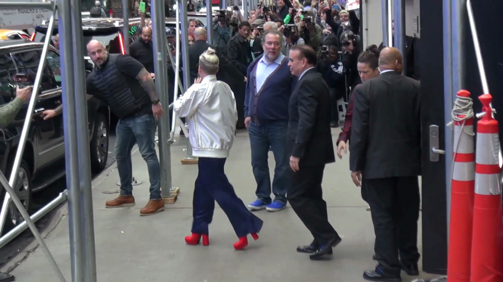 Pink outside Good Morning America in New York.mp4