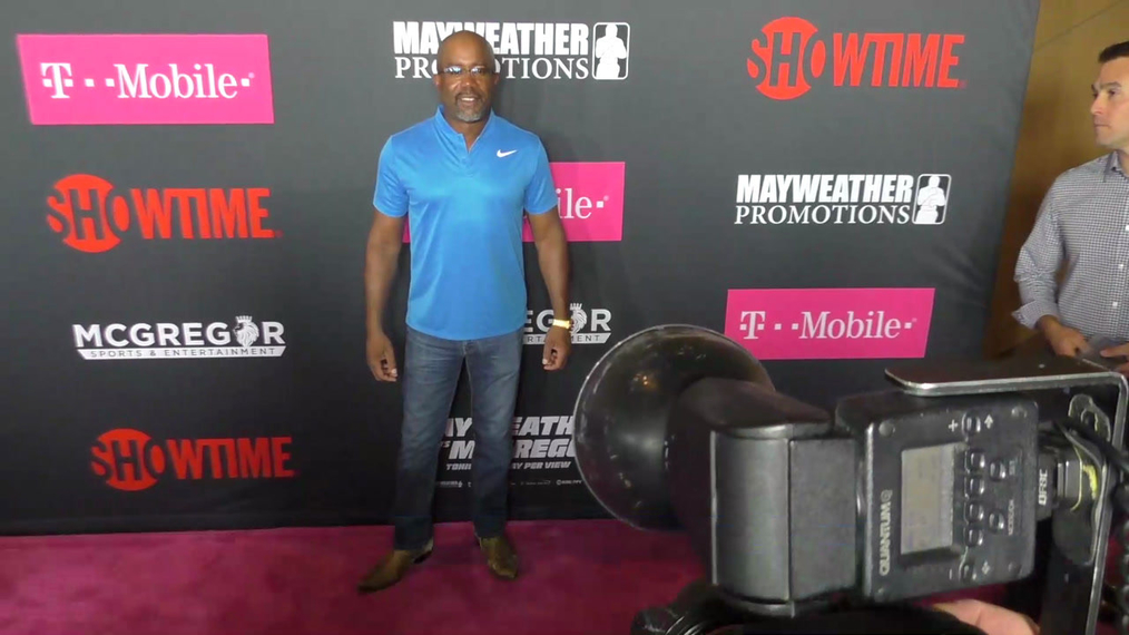 Daris Rucker arriving to the VIP Pre-Fight Party Arrivals on the T-Mobile Magenta Carpet For 'Mayweather VS McGregor at TMobile Arena in Las Vegas.mp4