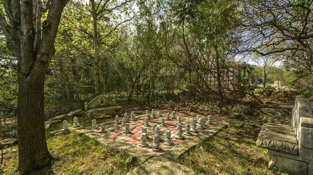 Texas mansion with Harry Potter Style Chessboard