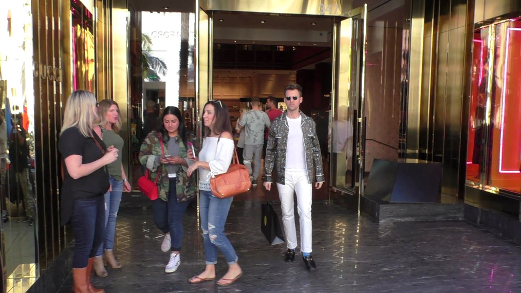 Brad Goreski goes Christmas shopping with a friend on Rodeo Drive in Beverly Hills.mp4