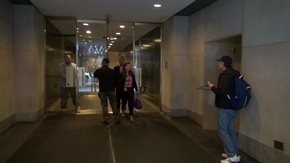 Josh Brolin outside NBC Studios in Rockefeller Center in New York.mp4