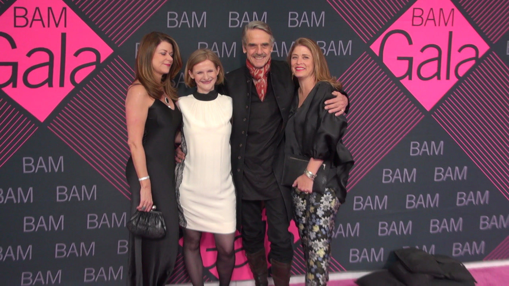 MaryAnne Gilmartin, Katy Clark, Jeremy Irons and Alicia Glen attends the BAM Gala 2018 at Brooklyn Cruise Terminal in New York.mp4