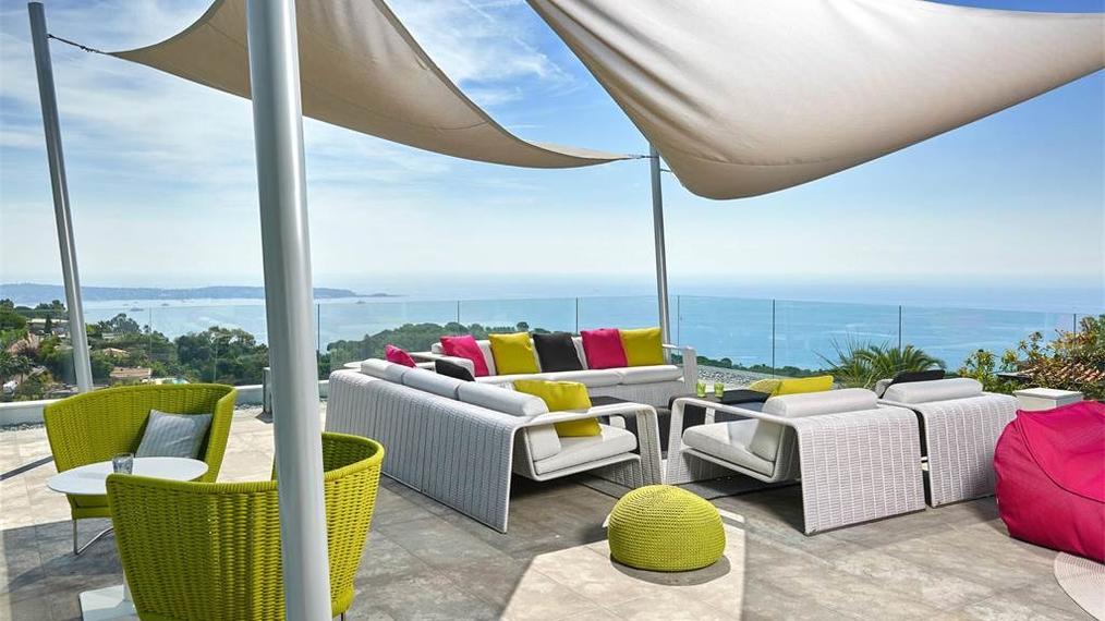 Contemporary Villa in Cannes