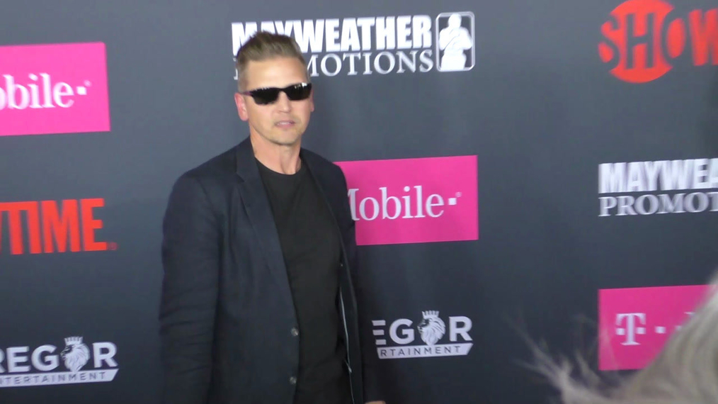 Barry Pepper arriving to the VIP Pre-Fight Party Arrivals on the T-Mobile Magenta Carpet For 'Mayweather VS McGregor at TMobile Arena in Las Vegas.mp4