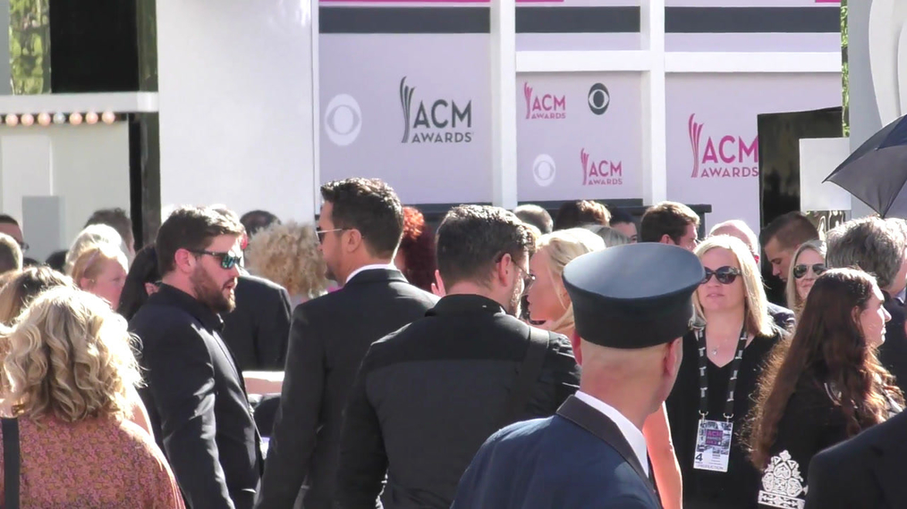 Luke Bryan arriving to the 52nd Academy Of Country Music Awards at T-Mobile Arena in Las Vegas.mp4