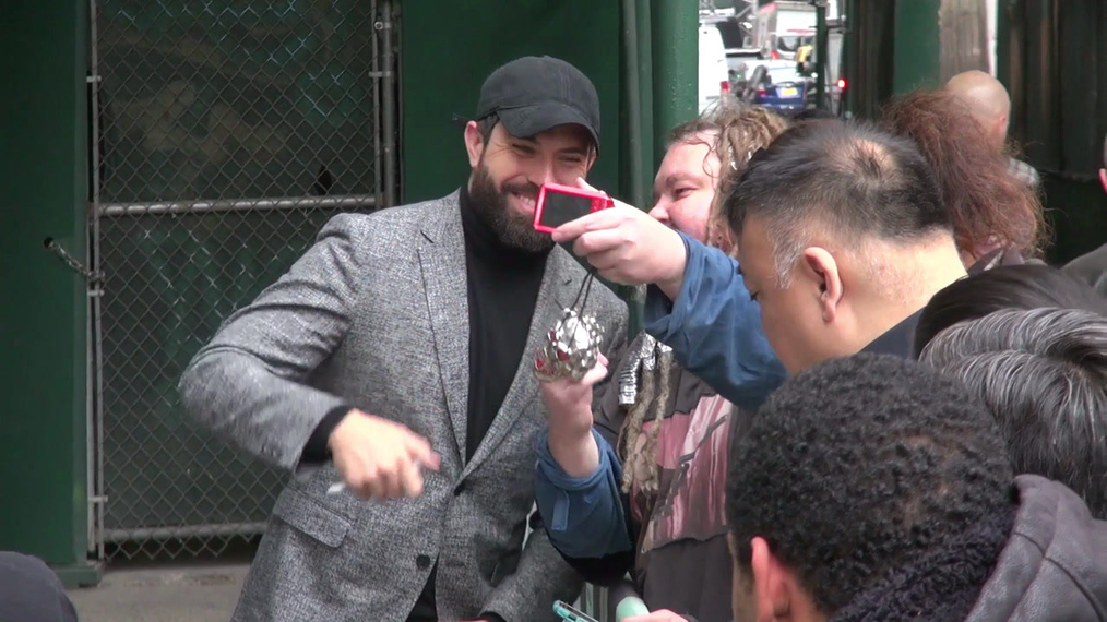 Tom Cullen stops for fans outside BUILD Series in New York City.mp4