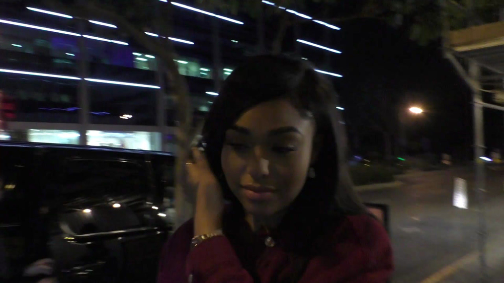 Jordyn Woods and friends arrive at Bootsy Bellows in West Hollywood.mp4