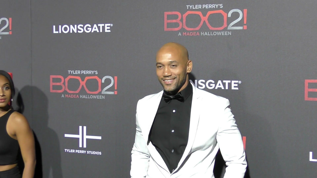 Akende Munalula at the Tyler Perry's Boo 2! A Madea Halloween Premiere at Regal LA Live Theatre in Los Angeles.mp4