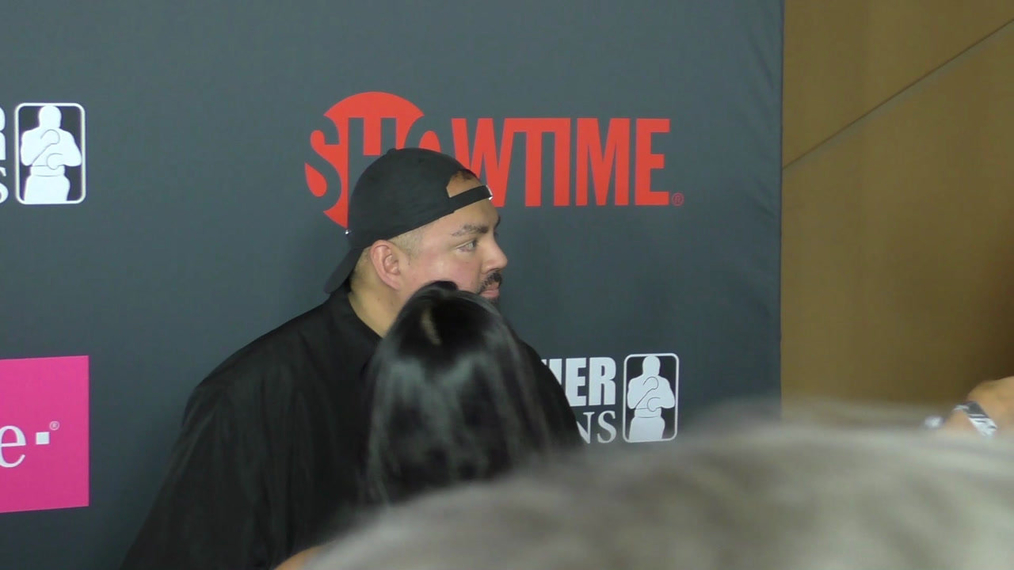 Gabriel Iglesias arriving to the VIP Pre-Fight Party Arrivals on the T-Mobile Magenta Carpet For 'Mayweather VS McGregor at TMobile Arena in Las Vegas.mp4