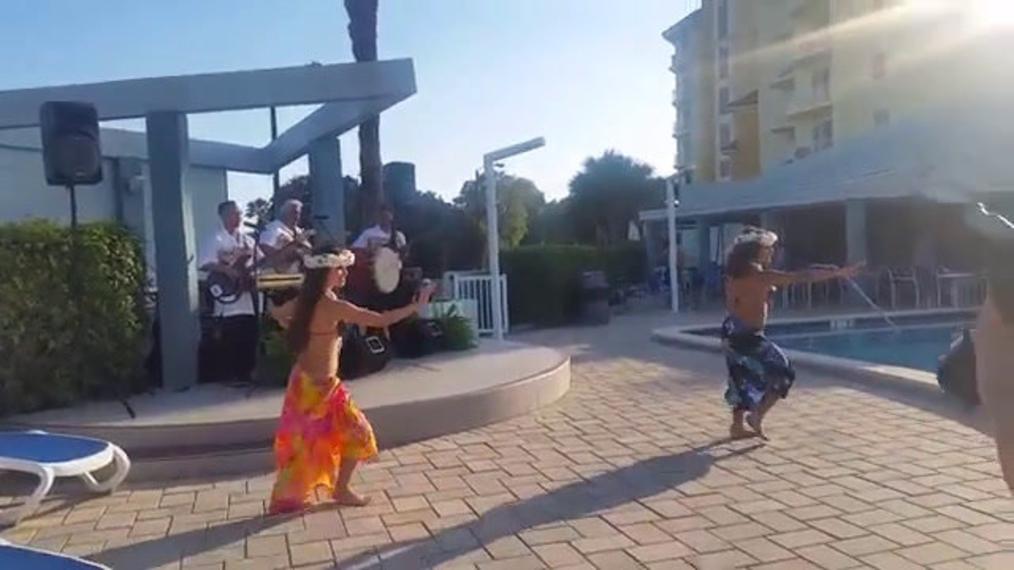 Hula Dancers.mp4