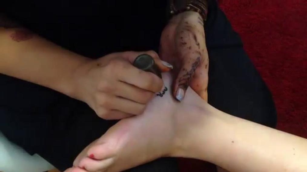 Angel Doing Henna Tattoos 2!.mp4