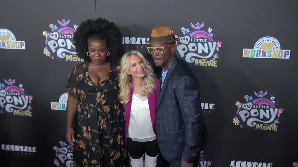 Uzo Aduba, Kristin Cheoweth and Taye Diggs, then joined by Liev Schreiber and Ashleigh Ball at the My Little Pont The Movie Premiere at AMC Lincoln Square Theater in New York.mp4