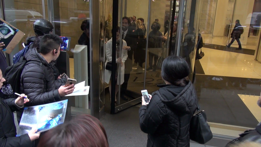 Claire Foy rushes past fans at SiriusXM Satellite Radio in New York City.mp4