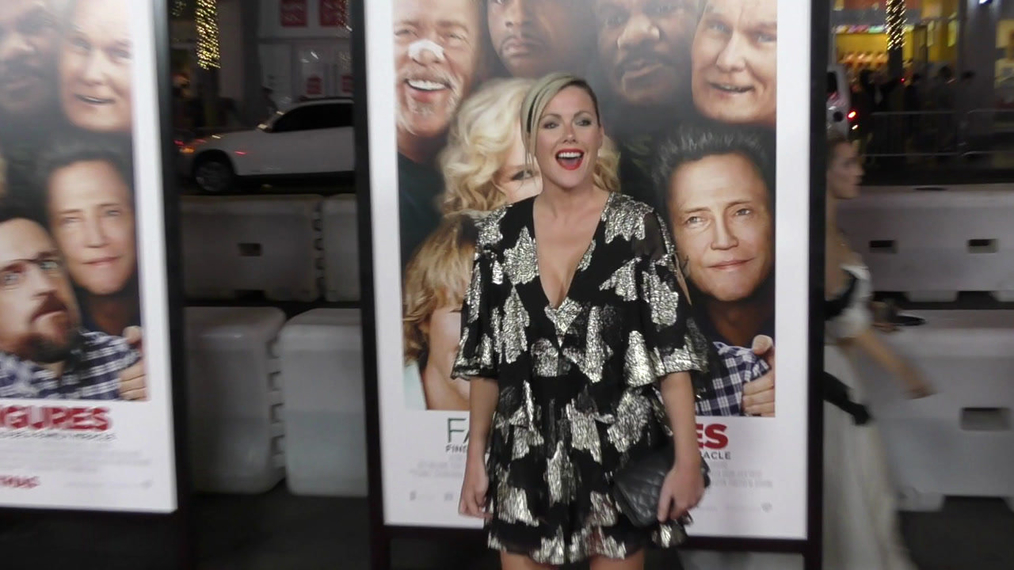 Kathleen Robertson at the premiere of Father Figures at TCL Chinese Theatre in Hollywood.mp4