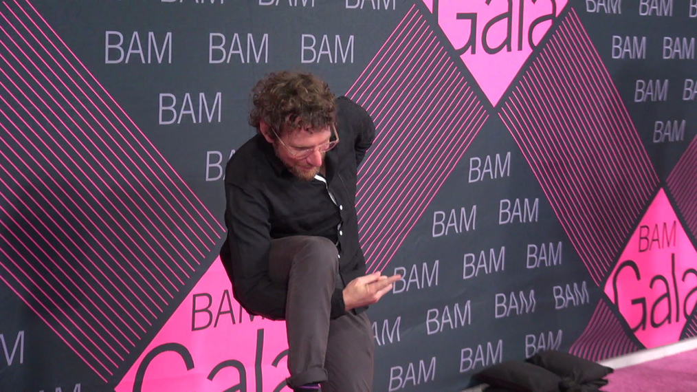 Dustin Yellin attends the BAM Gala 2018 at Brooklyn Cruise Terminal in New York.mp4