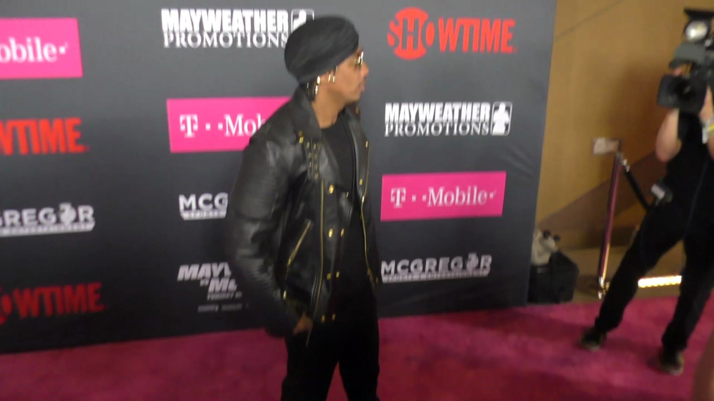 Nick Cannon arriving to the VIP Pre-Fight Party Arrivals on the T-Mobile Magenta Carpet For 'Mayweather VS McGregor at TMobile Arena in Las Vegas.mp4