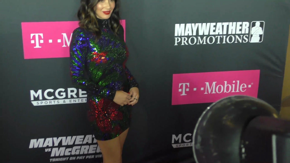 Olivia Munn arriving to the VIP Pre-Fight Party Arrivals on the T-Mobile Magenta Carpet For 'Mayweather VS McGregor at TMobile Arena in Las Vegas.mp4