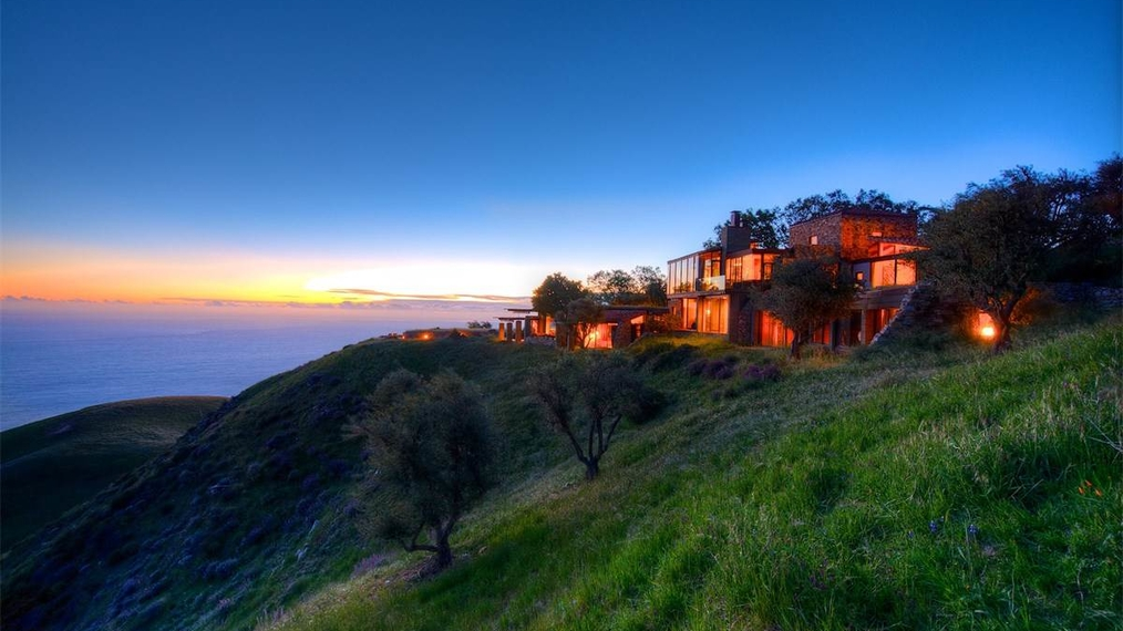 Beautiful Estate in Big Sur, California Overlooking the Pacific Ocean