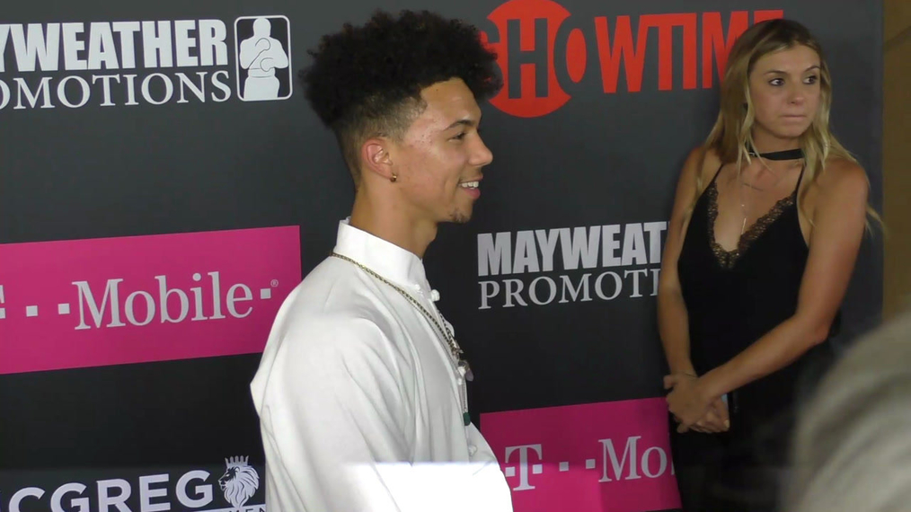 Dominique Coleman arriving to the VIP Pre-Fight Party Arrivals on the T-Mobile Magenta Carpet For 'Mayweather VS McGregor at TMobile Arena in Las Vegas.mp4