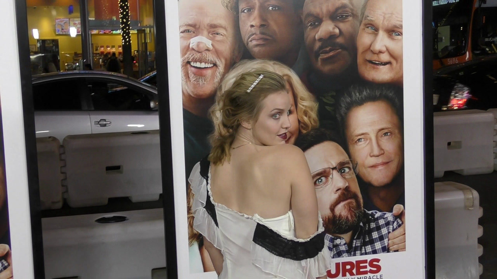 Kelli Garner at the premiere of Father Figures at TCL Chinese Theatre in Hollywood.mp4