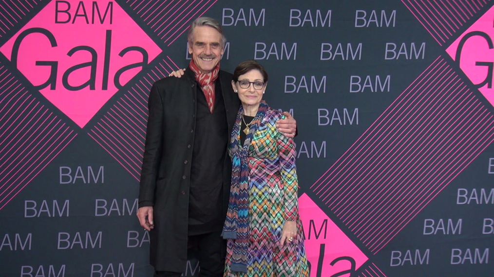 Jeremy Irons & Joan Juliet Buck attends the BAM Gala 2018 at Brooklyn Cruise Terminal in New York.mp4