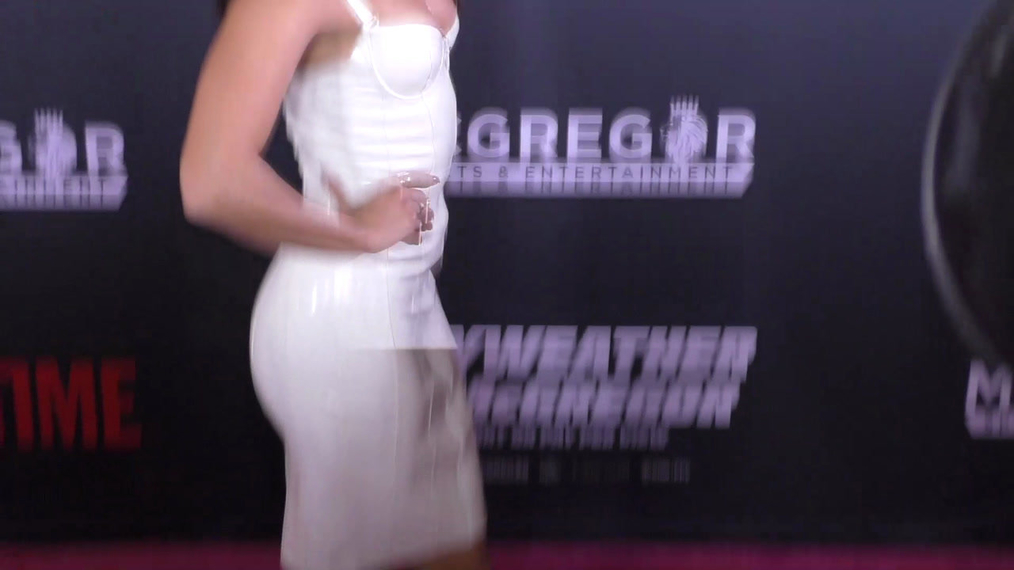 Vanessa Hudgens arriving to the VIP Pre-Fight Party Arrivals on the T-Mobile Magenta Carpet For 'Mayweather VS McGregor at TMobile Arena in Las Vegas.mp4