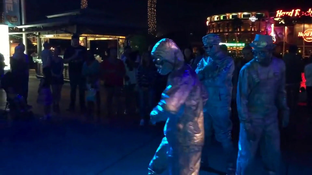 Living Statue Break Dance Show (2).mp4