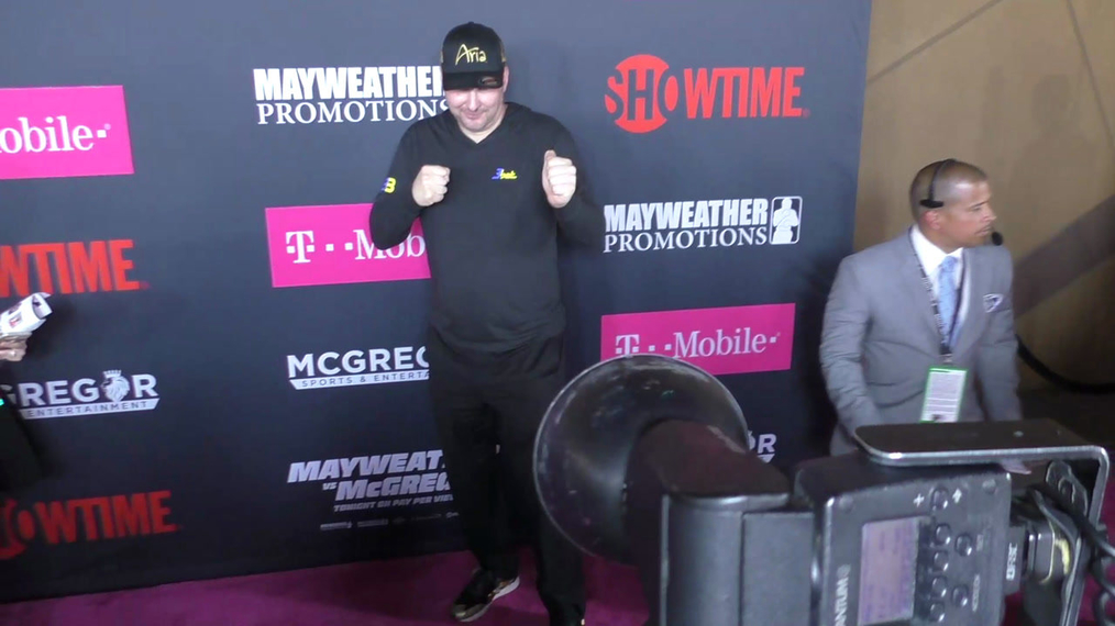 Phil Hellmuth arriving to the VIP Pre-Fight Party Arrivals on the T-Mobile Magenta Carpet For 'Mayweather VS McGregor at TMobile Arena in Las Vegas.mp4