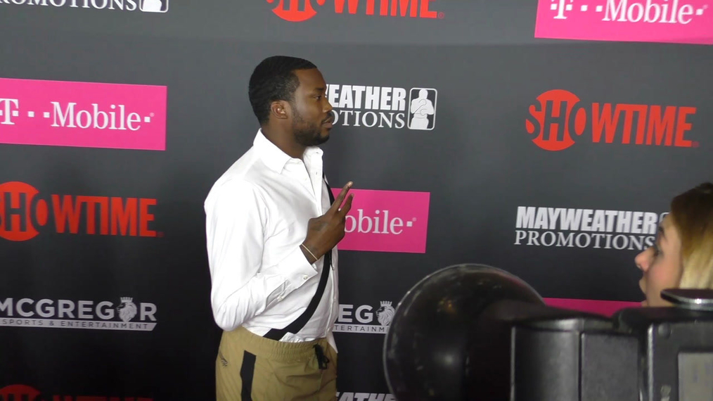 Meek Mill arriving to the VIP Pre-Fight Party Arrivals on the T-Mobile Magenta Carpet For 'Mayweather VS McGregor at TMobile Arena in Las Vegas.mp4