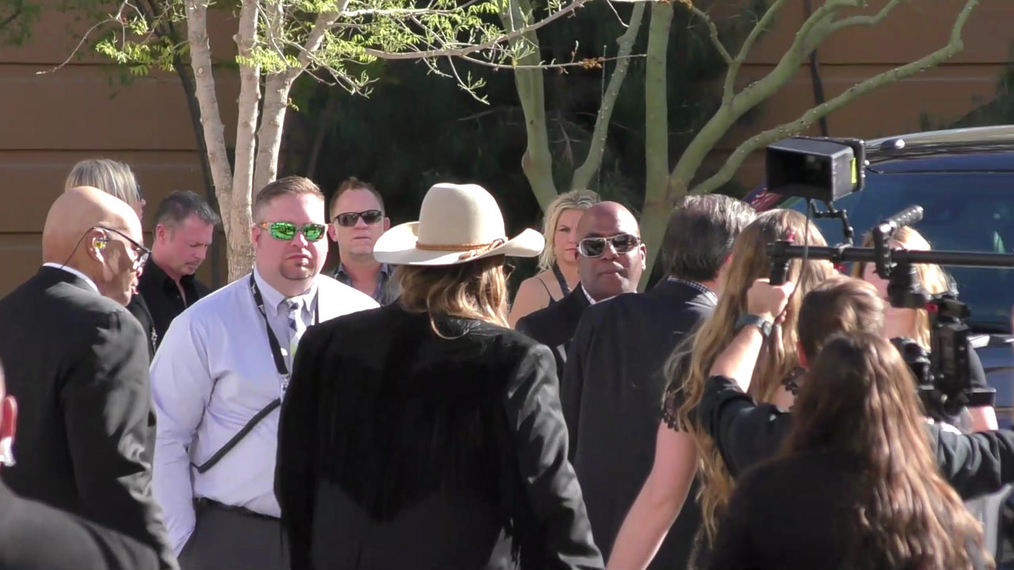 Chris Stapleton arriving to the 52nd Academy Of Country Music Awards at T-Mobile Arena in Las Vegas.mp4